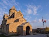 MTSKHETA, GEORGIA - MARCH 24: Svetitskhoveli Cathedral in Mtskheta on March 24, 2014. Mtskheta is the historical capital of Georgia located 20 km from Tbilisi — Stock Photo