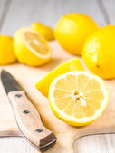 Fresh lemons on cutting board — Stock Photo