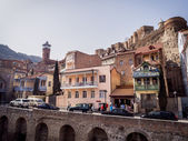 TBILISI, GEORGIA - MARCH 01, 2014: Architecture of the Old Town in Tbilisi, Georgia, close to the sulphur baths. The Old Town of Tbilisi is a major tourist attraction of the country. — Foto de Stock