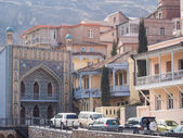 TBILISI, GEORGIA - MARCH 01, 2014: Architecture of the Old Town in Tbilisi, Georgia, close to the sulphur baths. The Old Town of Tbilisi is a major tourist attraction of the country — Foto de Stock