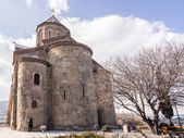 TBILISI, GEORGIA - MARCH 01, 2014: Metekhi church in the old town of Tbilisi, the capital of Georgia. The church was built in the 5th century. — Stock Photo