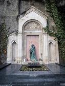 TBILISI, GEORGIA - JANUARY 25, 2014: The grave of Ilia Chavchavadze in the Mtatsminda Pantheon, Tbilisi, Georgia. Ilia Chavchavadze is regarded as one of the founding fathers of modern Georgia — Stock Photo