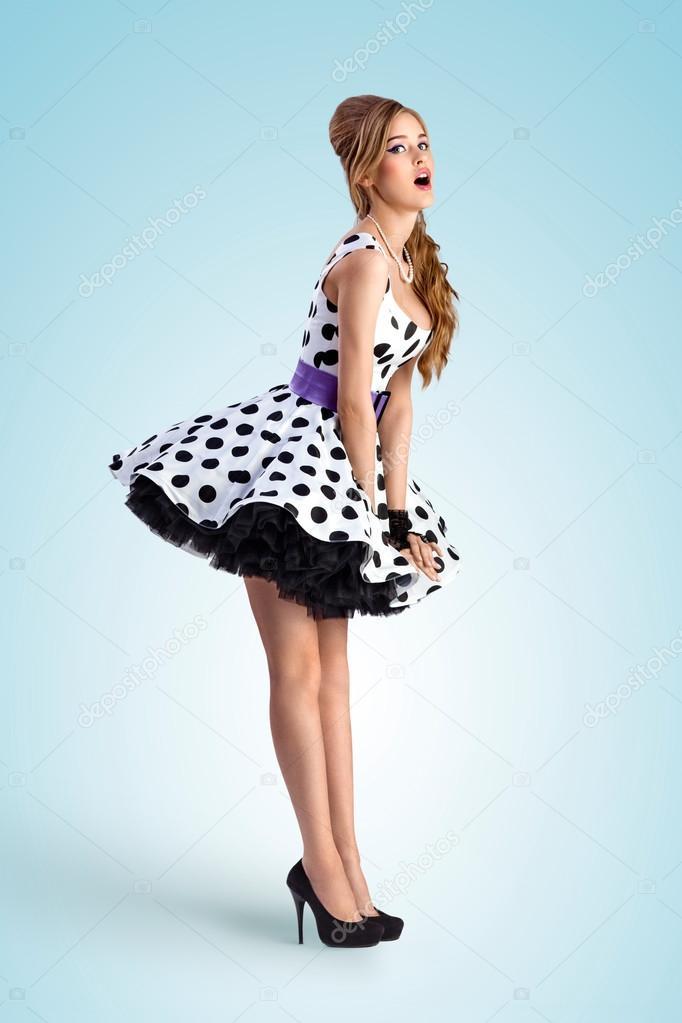 Фото девушек в платьях в горошек 7 фотография