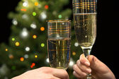 People hands with champagne — Stockfoto