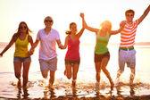 Teenagers at beach — Stock Photo