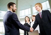 Businessmen handshake — Stock Photo