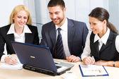 Ludzie biznesu w biurze — Zdjęcie stockowe