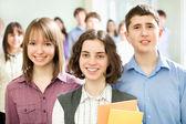 Skolpojkar och skolflickor — Stockfoto