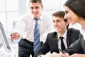 Socios discutiendo el plan de negocios — Foto de Stock