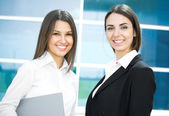 Genç modern iş kadınları — Stok fotoğraf