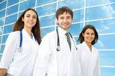 Felice giovani medici — Foto Stock