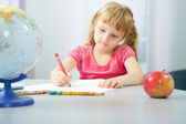 Little girl drawing — Stockfoto