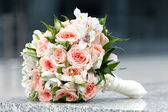 Bouquet of fresh flowers for the wedding ceremony. — Stock Photo