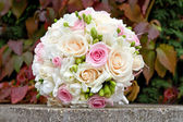 Bouquet of fresh flowers for the wedding ceremony. Bouquet of white, pink, cream roses for the wedding ceremony. — Stock Photo
