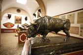 Bull statue seville s — ストック写真