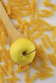 Apple и rotini паста — Стоковое фото