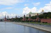 Sommaren utsikt över kreml och kreml vallen — Stockfoto