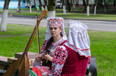 Belarusian women in suits with musical instruments — Stockfoto
