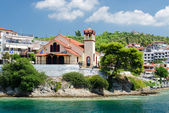 Greece, Sithonia, the church on the waterfront in Neos Marmaras — Stock Photo