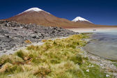Snow Capped Volcano Mountain in Uyuni, Bolivia — Stock Photo