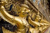 Golden Garuda Statue of Wat Phra Kaew — Stockfoto