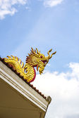 Dragon statue at Wat Hyua pla kang pagoda — Stock Photo
