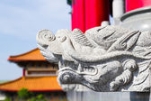 Statue at Leng Noei Yi 2 temple — Stock Photo