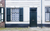 Traditional architecture housing  and cobbled street Bruges, Bel — Stock Photo
