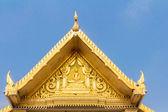 Gouden boeddhistische standbeeld in de wat sotorn tempel chachoengsao pro — Stockfoto
