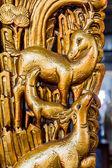 Złoty jeleń rodziny w Chińskiej świątyni — Zdjęcie stockowe