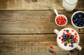 Oatmeal with blueberries and strawberries in the white bowl — Stockfoto