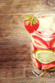 Strawberry mojito — Stock Photo