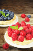 Tartlets with raspberries and blueberries — Stock Photo