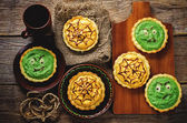 Tartlet with pumkin and spinach cream for Halloween — Stock Photo