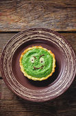 Tartlet with spinach cream for Halloween in the form of a monste — Stock Photo