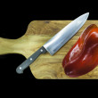 Chopping board with capsicums — 图库照片