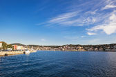 MALI LOSINJ, CROATIA - MAY 21: Small Tourist city Mali Lošinj on May 21, 2014. Crystal clear sea, pure air, the richness of flora and Fauna. Island is worldwide known as a health resort — Stockfoto