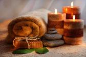 Stenar och aromterapi ljus — Stockfoto