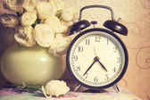 Clock ikebana  and vintage on table — Foto Stock