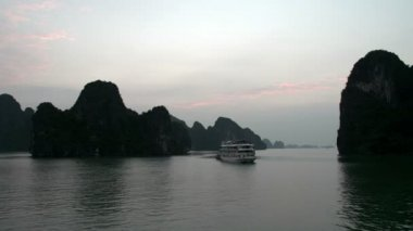 Cruise ship in Ha Long Bay — Stock Video