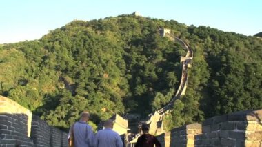 Monks at the Great Wall of China — Stock Video