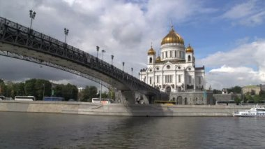 Bridge to the Cathedral of christ the saviour — Video Stock