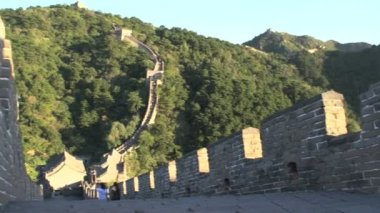 Tourists at the Great Wall of China — Stock Video