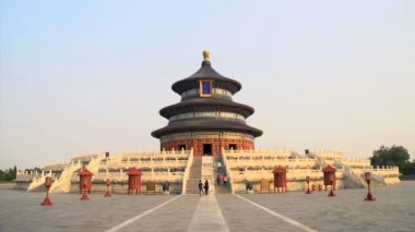 Tourism walking around the Temple of Heaven — Stock Video