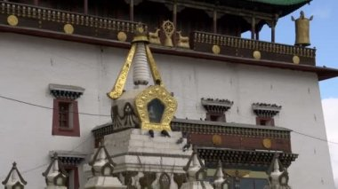 Stupa next to the side of the Gandan Monastery — Stock Video