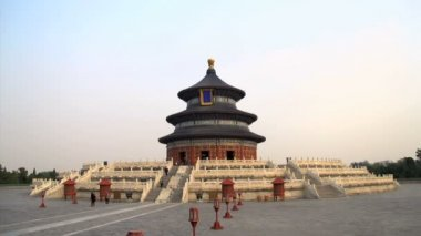 Tourism walking around the Temple of Heaven — Stockvideo