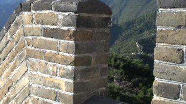 Zoom out from the wall of the Great Wall — Stock Video