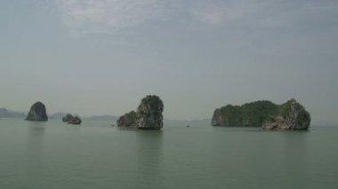 Sailing through Ha Long Bay — Stock Video