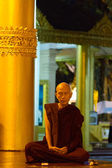 Buddhist monk at the Shwedagon Pagoda — Stock Photo