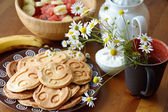Breakfast table: pancakes and flowers — Stock Photo